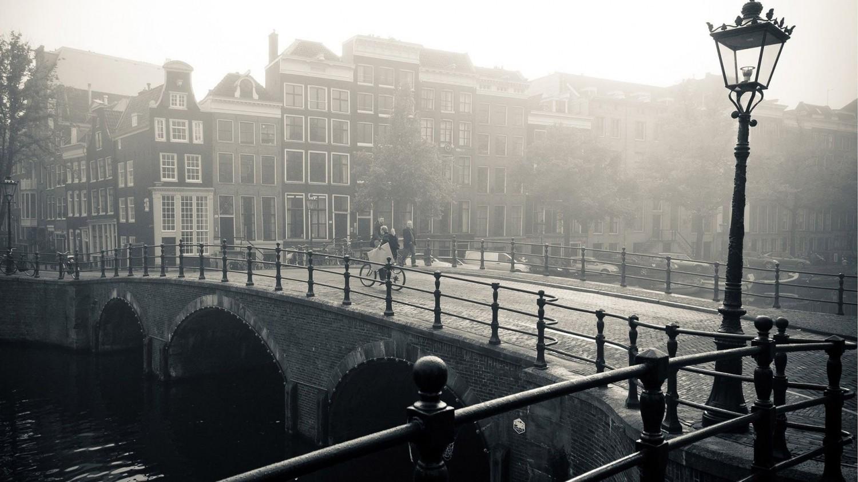 foggy-bridge-in-amsterdam-world-hd-wallpaper-1920x1080-7139