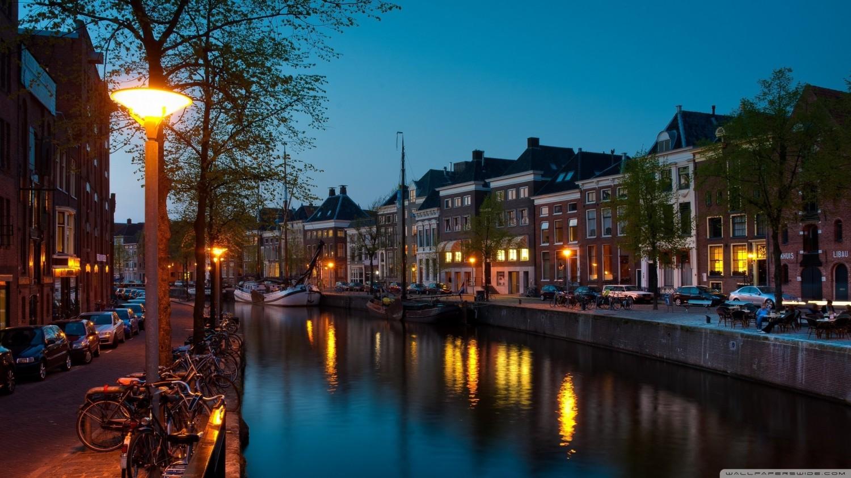 groningen_canal-wallpaper-2560x1440