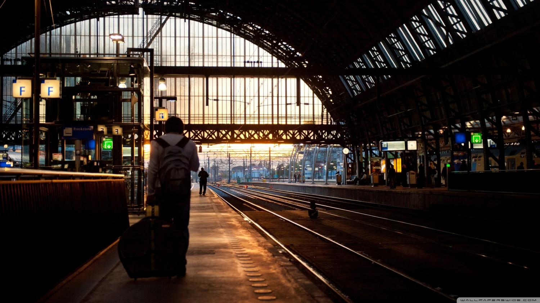 platform_5_amsterdam_central-wallpaper-2560x1440